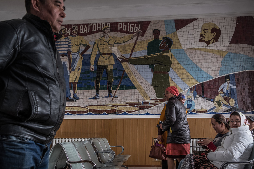 A mosaic in the Aralsk train station depicting how in 1921 the Kazakh town provided fish for starving people in Russia. Sergey Ponomarev for The New York Times
